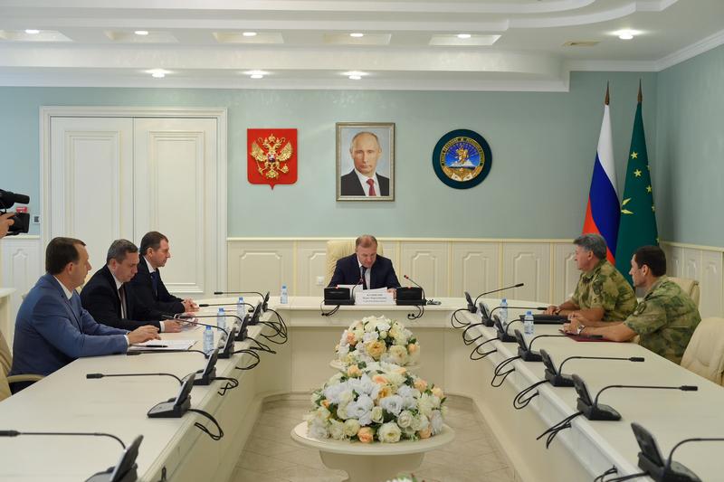 Глава Адыгеи и командующий Южным округом войск национальной гвардии РФ обсудили вопросы сотрудничества