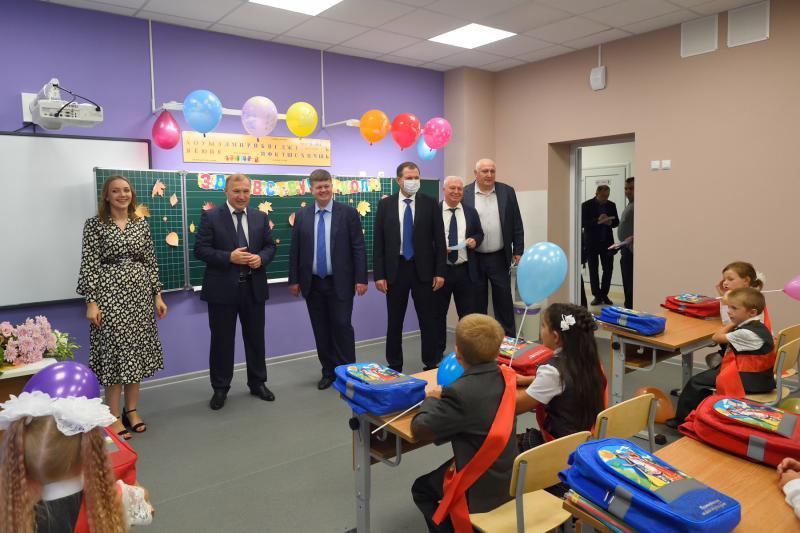 Глава Адыгеи принял участие в открытии новых школ в Майкопе и станице Ханской
