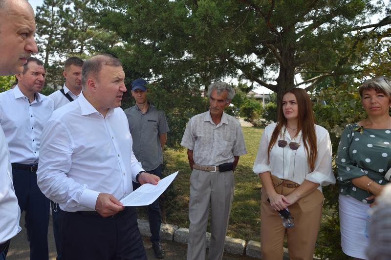 Глава Адыгеи встретился с жителями поселка Гончарка, приславшими обращения на «прямую линию»