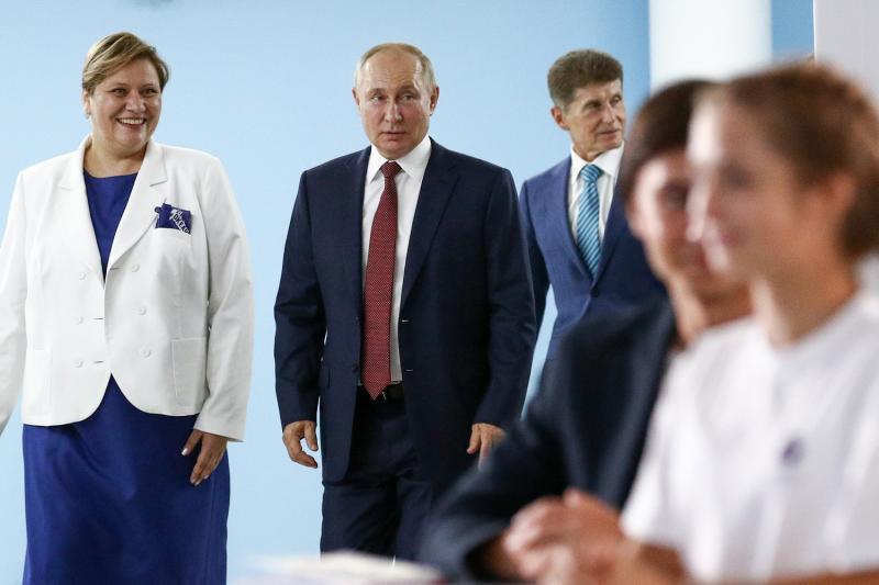 Путин рекомендовал школьникам доверять таким источникам, как общество «Знание»