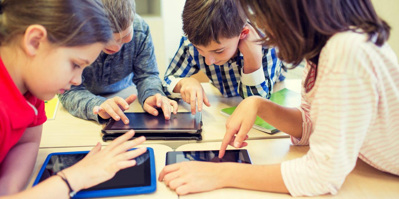 Исследование: дети могут проводить перед экраном часы напролёт без вреда для здоровья